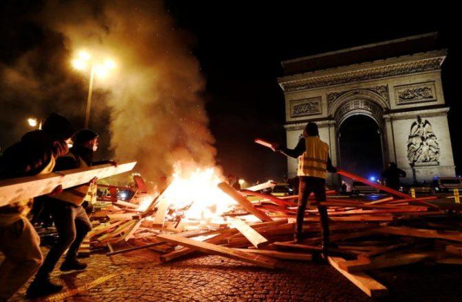 Με 135 τραυματισμούς διαδηλωτών, 1385 προσαγωγές και προσωρινή κράτηση 974 ατόμων ολοκληρώθηκαν οι διαδηλώσεις στο Παρίσι. Τα τοπικά μέσα ενημέρωσης την αποκάλεσαν μια δεύτερη «γαλλική επανάσταση»