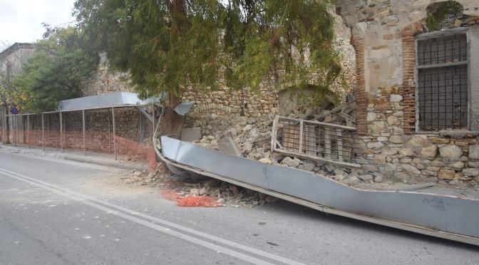 Τα Κτίρια Της Ερμούπολης Καταρρέουν… (Αποθήκες Λαδόπουλου)